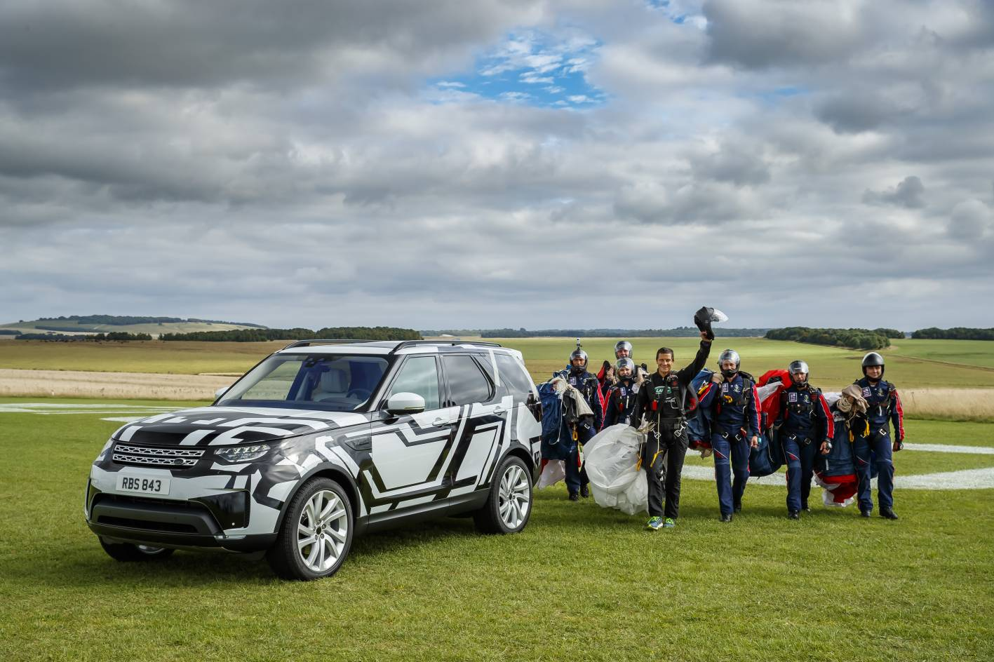 2017 Land Rover Discovery video revealed
