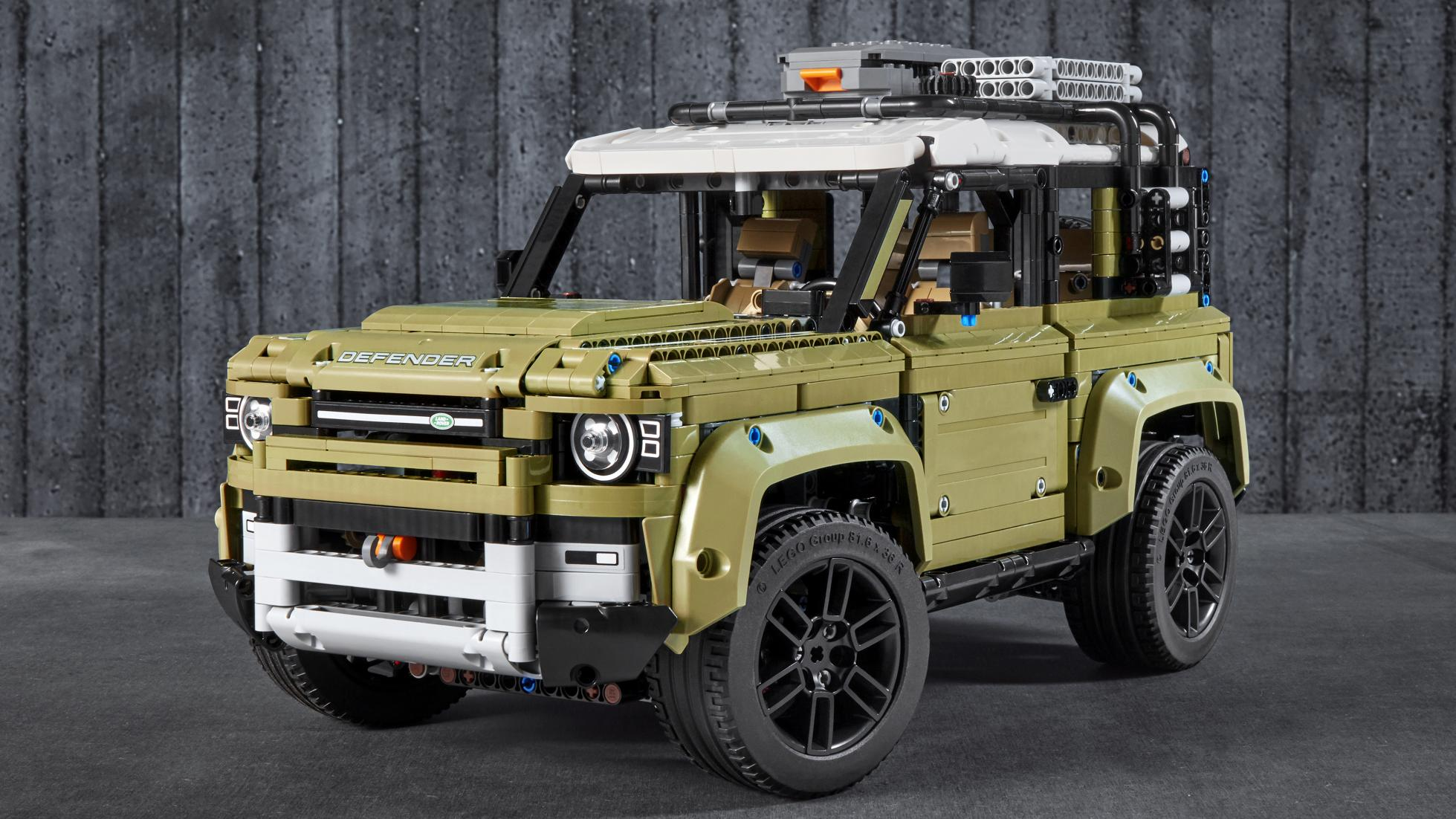 Lego Technic Land Rover Defender has low-range and more