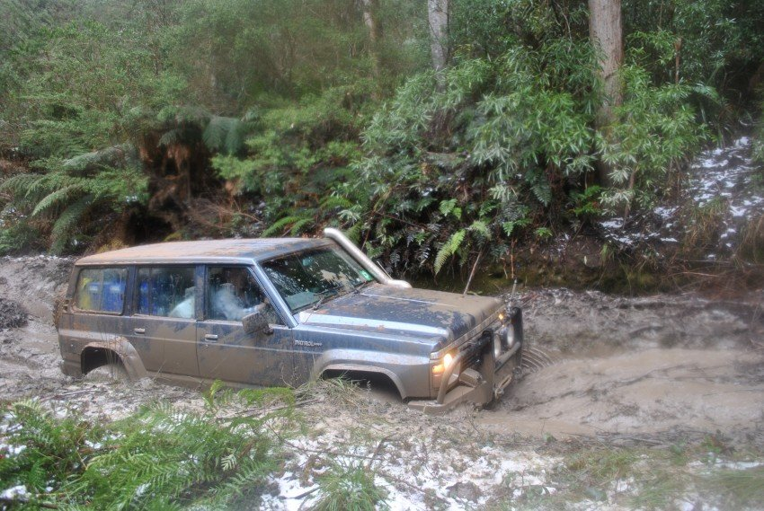 4X4 Tips: 5 Tips for Stress-Free Mud Driving