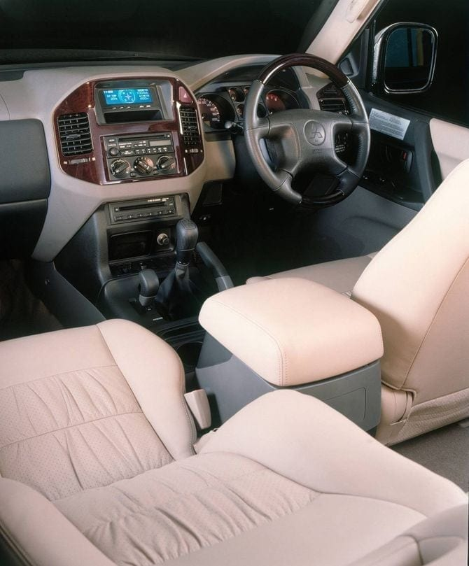 Mitsubishi Pajero Mk3 interior RHD